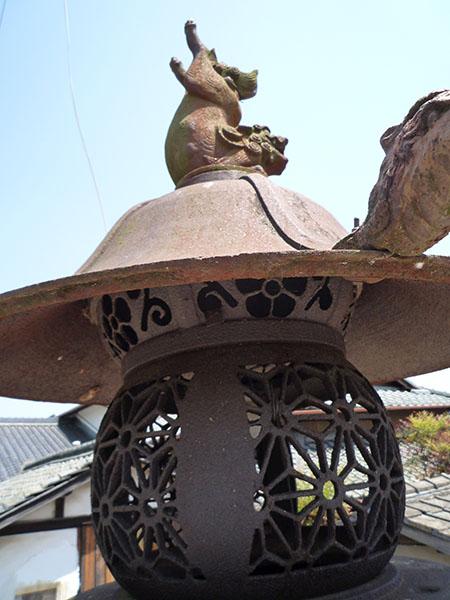 阿曽の鋳物灯籠02